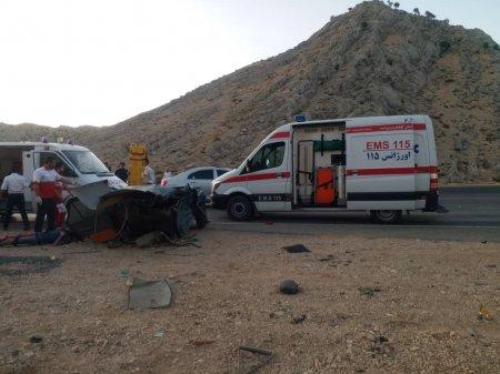 تصادف شدید و دو نصف شدن پراید در جاده یاسوج-دشتروم/تصاویر