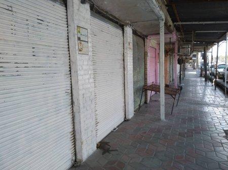 در راستای پیشگیری از شیوع ویروس کرونا: تمامی پیاده رو های پرتردد شهر دهدشت از هر گونه اشیاء سد معبری پاکسازی شدند