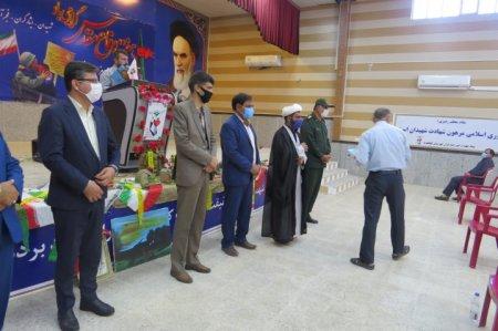 غبار روبی گلزار شهدای شهر دهدشت و حضور در نماز جمعه به مناسبت هفته دفاع مقدس