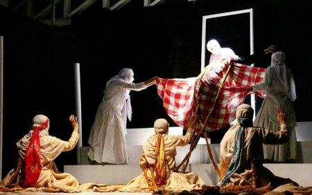 از سوی استان کهگیلویه و بویراحمد ؛نمایش«آواز زنی در گورستان»  راهی سی و ششمین جشنواره بین المللی تئاتر فجر